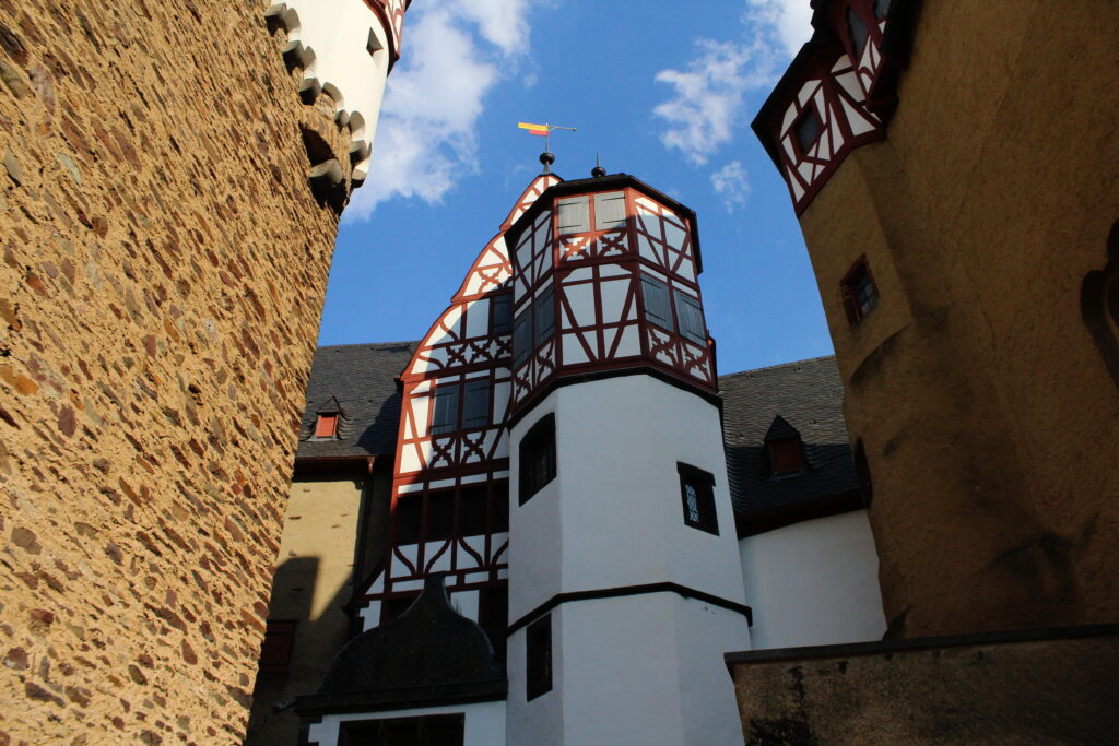 Eltz Castle, Germany | How to take beautiful photos of castles